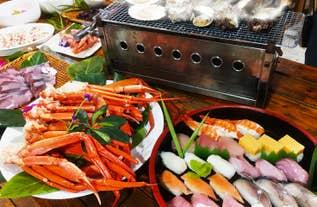 [新宿発]カニ・海鮮浜焼・地魚寿司&海鮮丼&スイーツ食べ放題と鴨川シーワールドでたっぷり3時間滞在!<海の王者シャチ・イルカ・アシカ・ベルーガによる大迫力のパフォーマンスショーを間近で鑑賞♪>