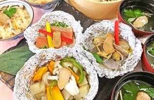 [新宿発]贅沢な秋の味わい「松茸」料理&海鮮浜焼きの絶品コラボ&奇跡の大粒ぶどう「シャインマスカット狩り」食べ放題!山梨・静岡のいいとこどりバスツアー