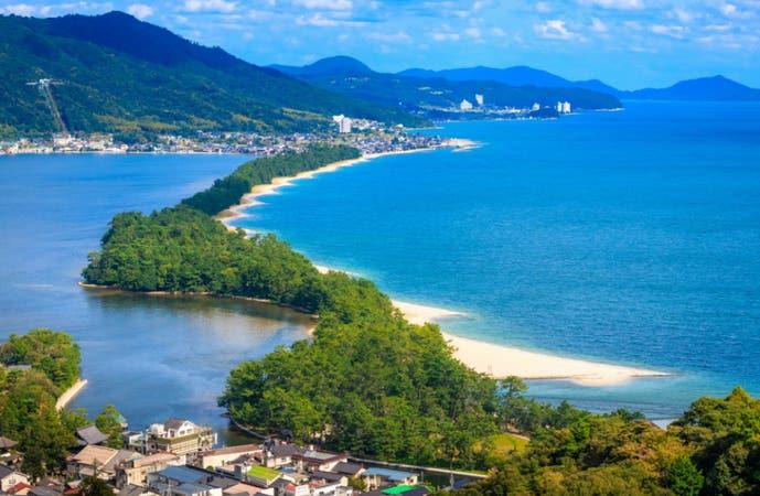 【梅田発】美しい重要伝統建造物「伊根の舟屋」を眺める伊根湾めぐり&「期間限定」でプリプリな茹でがに足・甘えび食べ放題。美しい日本の風景をめぐる絶景バスツアー